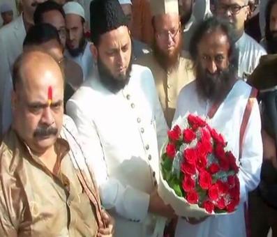 Babri dispute: Sri Sri meets Muslim leaders, says dialogue will resolve issue