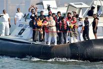 Modi takes hovercraft for 'jal-pooja' of Shivaji memorial