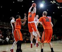 Tinkle helps Oregon State to rare win at Stanford, 62-50