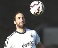 Napoli says it rejected $66 mn offer to sell Higuain to Atletico Madrid