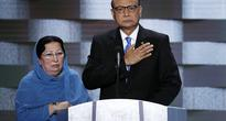 Muslim Father of US Soldier Killed in Iraq Joins Clinton on Campaign Trail