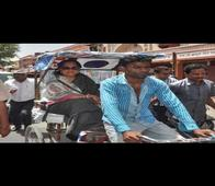 Vasundhara Raje pleases Muslim rickshaw-puller with Rs 1501 tip, projects Kataria as victim