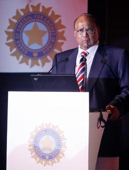 Adhering to Lodha recommendations, MCA president Sharad Pawar resigns