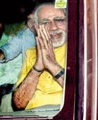 Modi meets Advani to send unity message