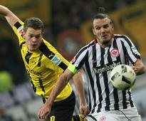 Dortmund crash to defeat at Frankfurt