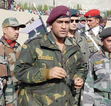 Dhoni congratulates Indian Air Force on induction of Tejas