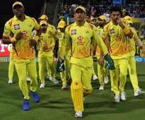 Sunil Gavaskar praises MS Dhoni's tactics