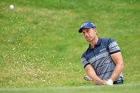 Stenson survives wobble to claim 10th title