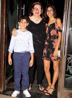 PIX: Karisma-Kareena at mom Babita's birthday