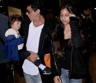 #Airportspotting: Shah Rukh, Suhana & AbRam Return after a Fun Break at London