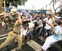 Lathi-charge at Cong protest leaves 6 hurt