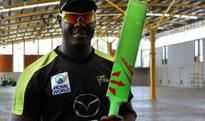 Carlos Brathwaite to use green bat during Sydney Thunder vs Adelaide Strikers Big Bash League match