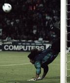 Real Madrid's Keylor Navas pulls off IMMENSE scorpion kick in new training ground video