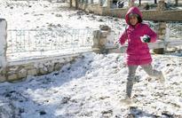 Snow traps motorists in Tunisia