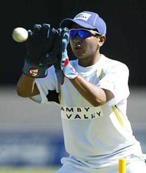 With Saha still down, Parthiv to play Mumbai Test