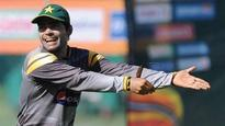 Pakistan Cricket Board issues show-cause notice to Umar Akmal for Mickey Arthur outburst