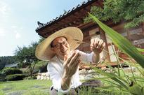 Professor explores the origins of Korean indigenous plants