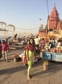 Swara Bhaskar visits Kashi Vishwanath temple