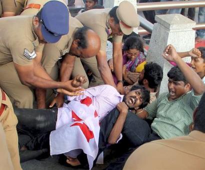 Students stage flash protest at Jaya mausoleum against NEET