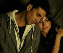 Akshay Kumar 'Can't Wait for' Sonakshi Sinha's Akira