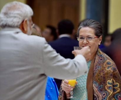 Sonia Gandhi urges Modi to use majority to pass women's quota bill