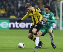 Piszczek rescues Dortmund at 10-man Bremen