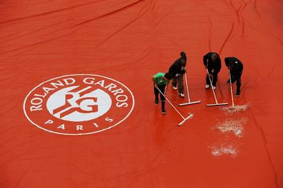 French Open organisers under fire as backlog grows