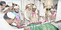 Dy CM visits Dargah Yousufain