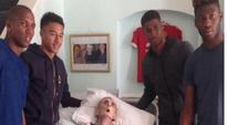 Manchester United players grant dying fans final wish