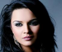 Aashka Goradia single-handedly catches thief