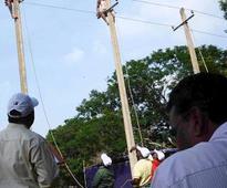 Delhi: Labourer touches live wire, dies