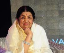 What Asha can do before the mike, I can never do: Lata Mangeshkar