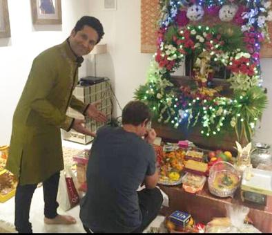 Guess who dropped by to seek Bappa's blessings at Sachin Tendulkar's...