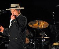 Nobel panel gives up knockin' on Bob Dylan's door