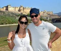 De Villers On A Romantic Holiday