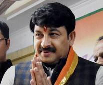 Viral Sach: BJP leader Manoj Tiwari 'mocks' people standing in bank queues