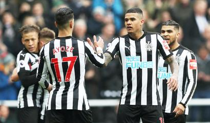 EPL PHOTOS: Everton cruise to victory, Newcastle rout Saints