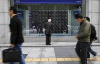 Asia stocks edge down on Europe bank woes, lower oil