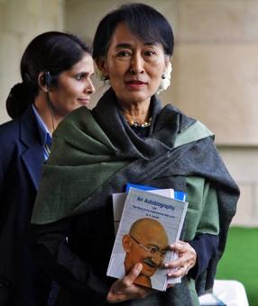 Suu Kyi stripped of Oxford honour over Rohingya criticism