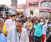 Rahul visits Gujarat's Ranchhodji temple, crowd greets with 'Modi Modi' chants