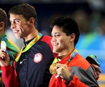 Stunning Phelps, Schooling wins Singapores first gold