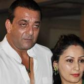 Why Sanjay Dutt and Maanyata won't get to ring in their 8th anniversary together!