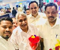 Congress workers welcome Chandy in Dubai