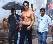 Sonu Sood's six pack abs will give you fitness goals! - News
