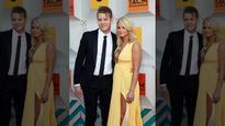 Miranda Lambert brings boyfriend Anderson East on stage