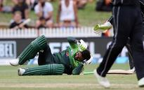 Shoaib Malik hit flush on the head, suffers delayed concussion