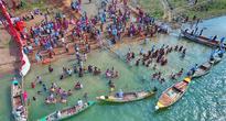 Alakananda ghats at Muktyala pull pilgrim crowds