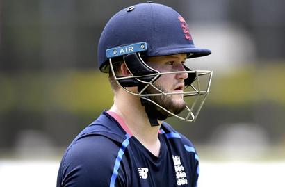 Fresh crisis for England: Duckett suspended from playing after bar incident