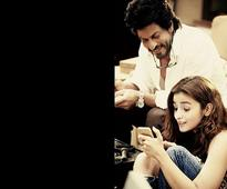 Alia Bhatt, Shah Rukh Khan unveil 'Dear Zindagi' first ...