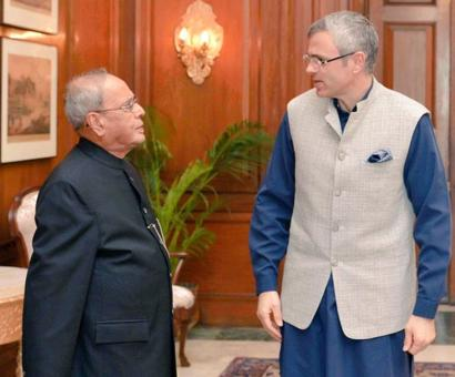 Opposition meets President, press for political solution in Kashmir